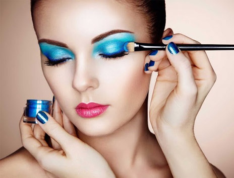 What are the topmost advantages of becoming a professional makeup artist?
